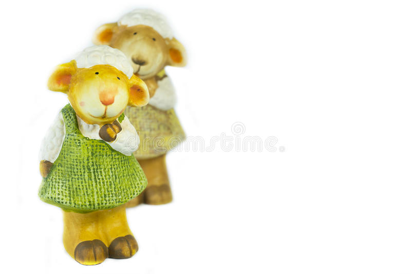 绵羊在白色blackground的玩偶家庭 免版税库存照片