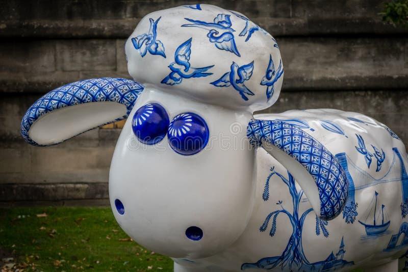 Download 绵羊慈善moneybox 编辑类库存照片. 图片 包括有 艺术, 刺毛, 乐趣, 字符, 货币, 可笑, 公园 - 59101738
