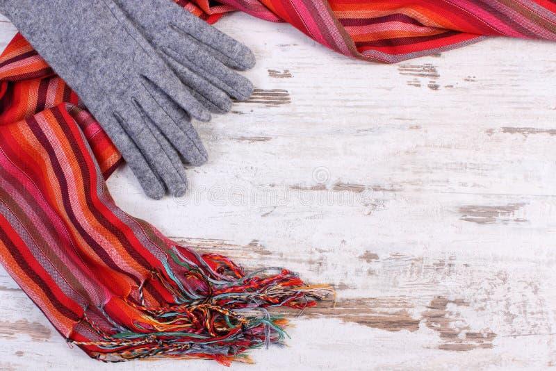 Download 羊毛手套和五颜六色的披肩有拷贝空间的文本的,老土气木背景 库存照片 - 图片 包括有 时兴, 私有: 62530836