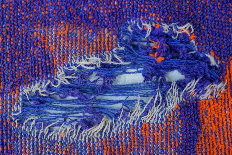 羊毛衣裳被撕毁的片断有孔的 免版税库存图片