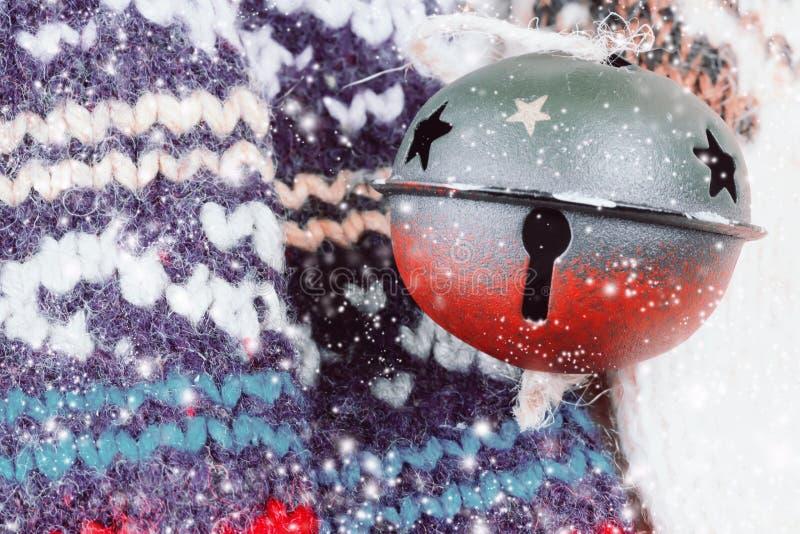 羊毛袜子编织了圣诞节铃声冬天 库存图片