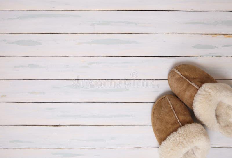 Download 羊皮拖鞋 库存图片. 图片 包括有 困厄, 奶油, 空白, 绵羊, 卑鄙, 温暖, 别致, bedaub - 72363907