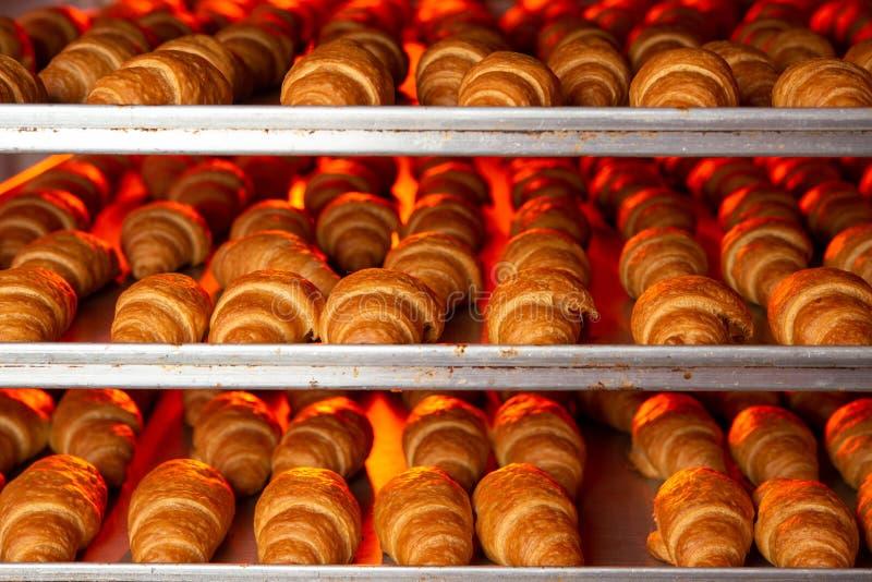 羊角面包厂烘焙新鲜烤饼干 免版税库存图片