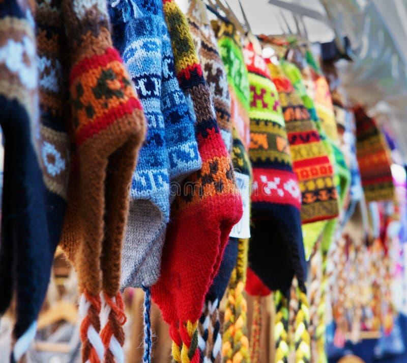 羊魄五颜六色的帽子编织 免版税库存图片