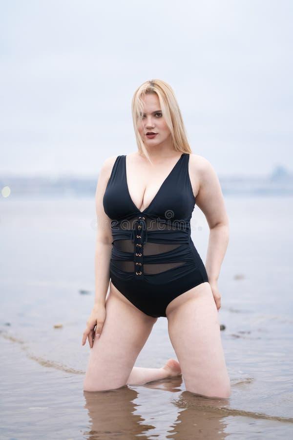 美丽加上大小式样佩带的时尚泳装 库存图片