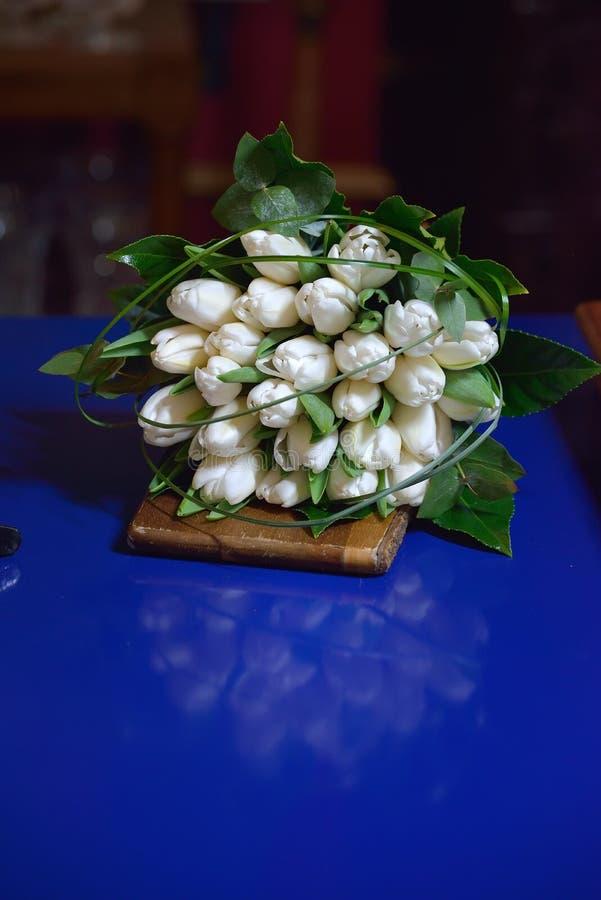 美丽和甜嫩丝毫春天花束新娘花束  图库摄影