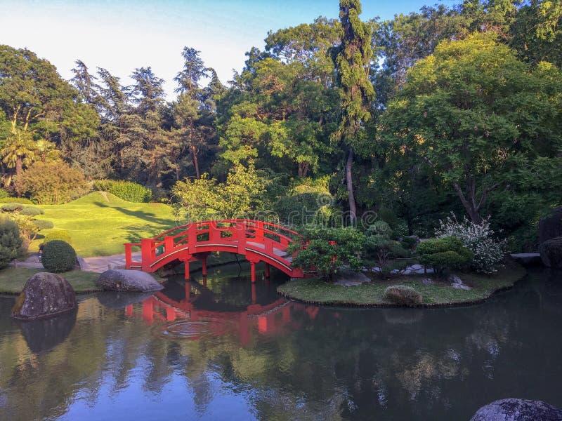 美丽和舒适日本庭院在法国 免版税库存照片