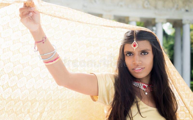 美丽和年轻传统印度妇女 免版税库存照片