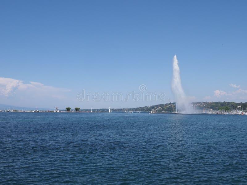 美丽喷水在瑞士Leman湖风景的日内瓦欧洲市散步在瑞士 库存照片