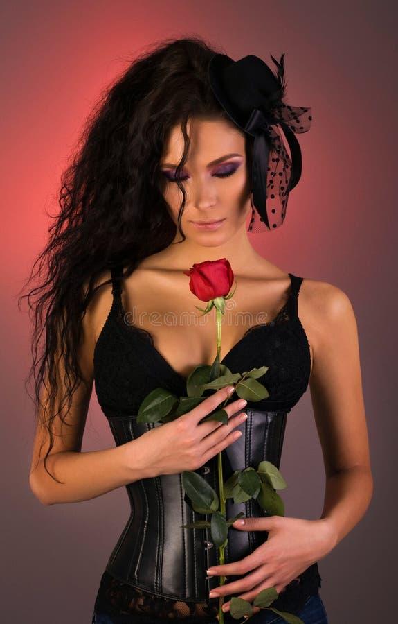 美丽她玫瑰色妇女年轻人 免版税库存照片