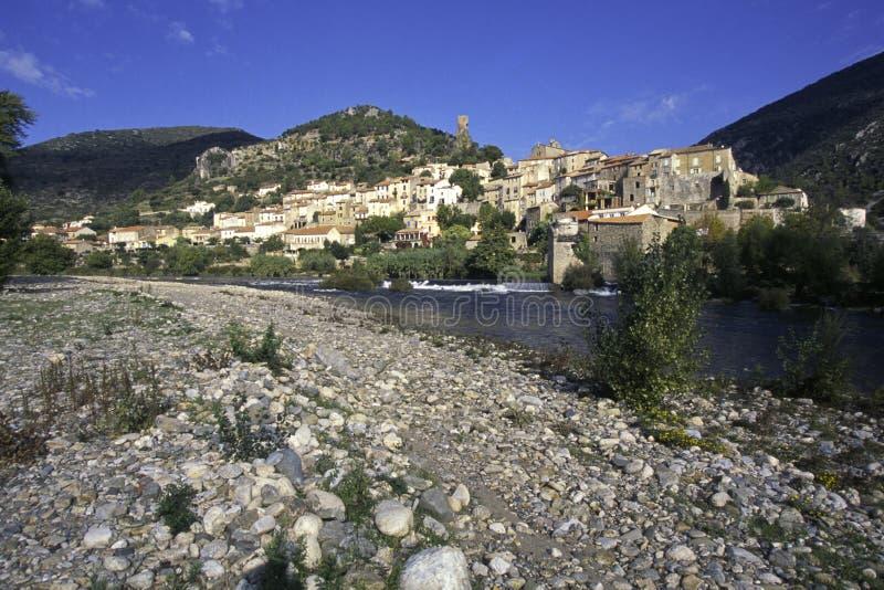美丽如画的法国- Roquebrun 免版税库存照片