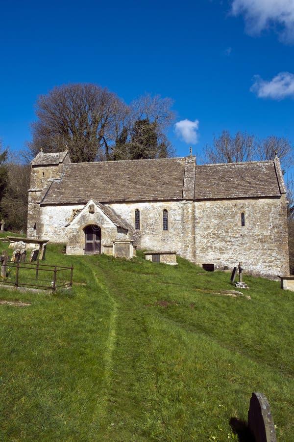 美丽如画的老教会, Duntisbourne唤醒, Cotswolds,英国 库存图片