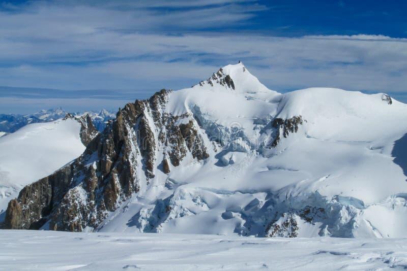 美丽如画的雪山观点向在夏慕尼勃朗峰法国人阿尔卑斯 免版税图库摄影