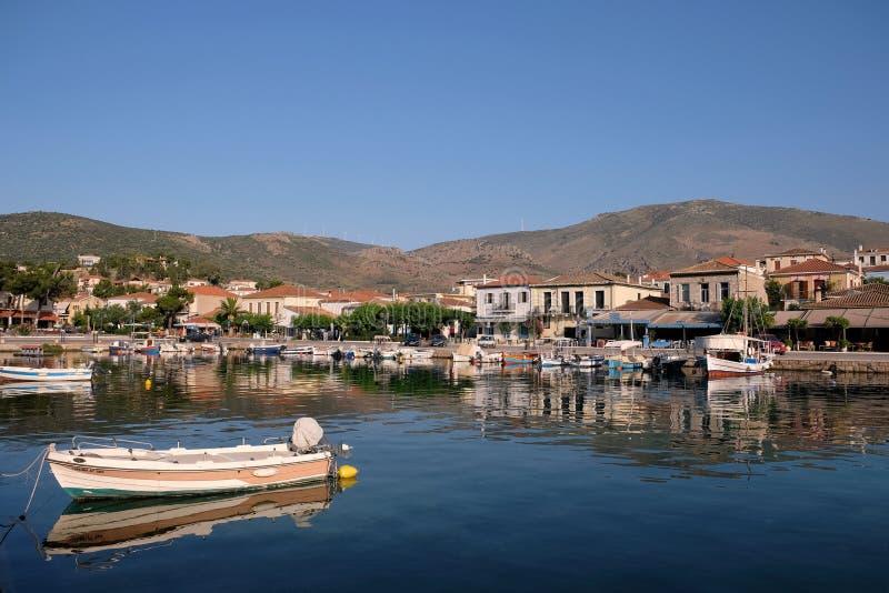 美丽如画的Galaxidi,希腊,横跨内在港口的看法 免版税库存照片