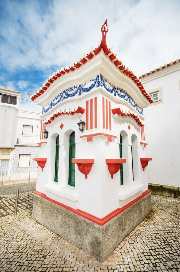 美丽如画的小报亭在拉各斯,阿尔加威,葡萄牙 库存图片