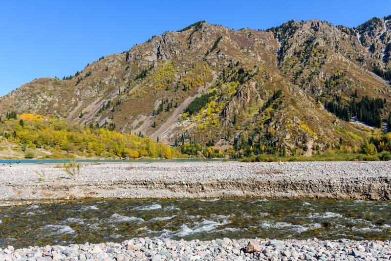 Download 美丽如画的山 库存图片. 图片 包括有 气候, 峡谷, 旅途, 的treadled, beautifuler - 62537281