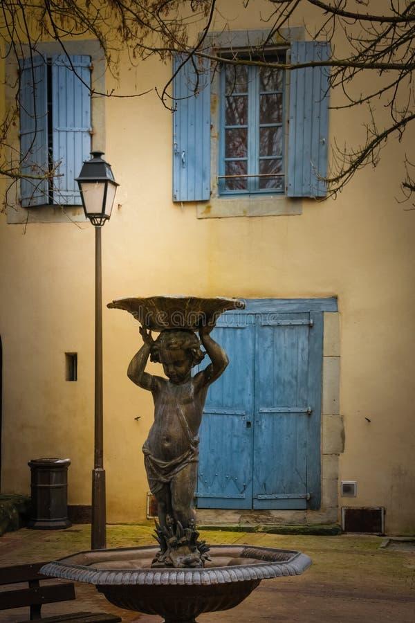 美丽如画的角落在村庄 卡尔卡松 法国 库存图片