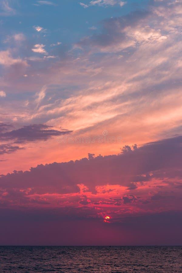 美丽的云彩风景看法在海的 库存照片