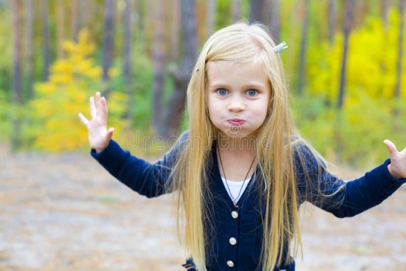 美丽的五岁的女孩的画象 免版税库存图片