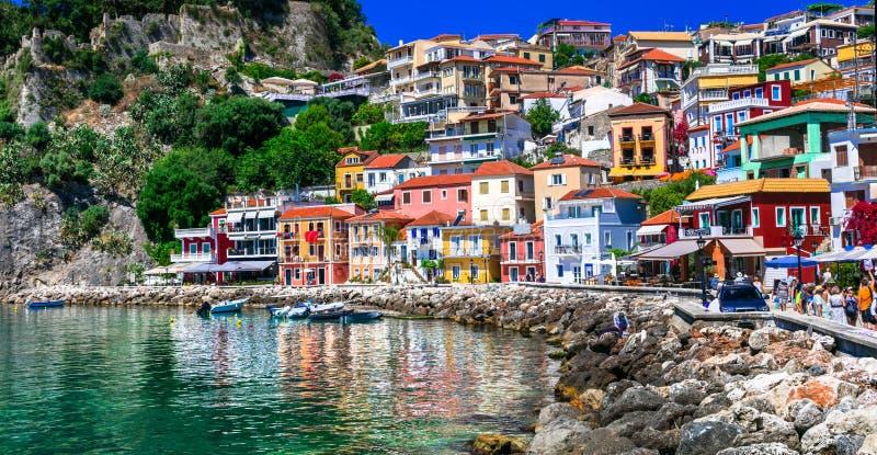 美丽的五颜六色的沿海城市Parga在希腊,伊庇鲁斯同盟 免版税库存照片