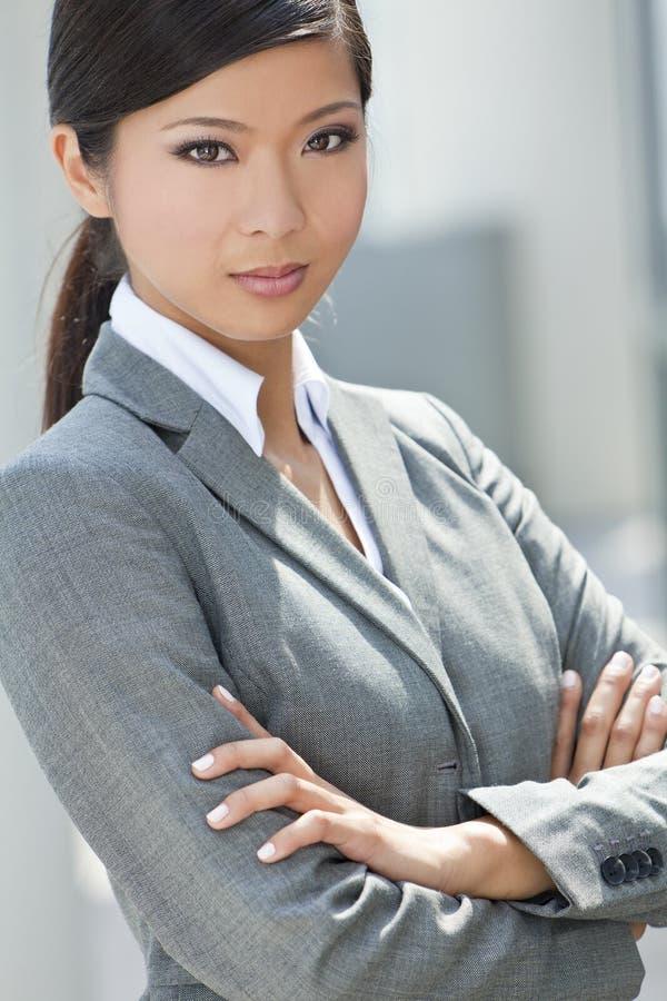 美丽的亚裔中国妇女或女实业家 免版税库存图片
