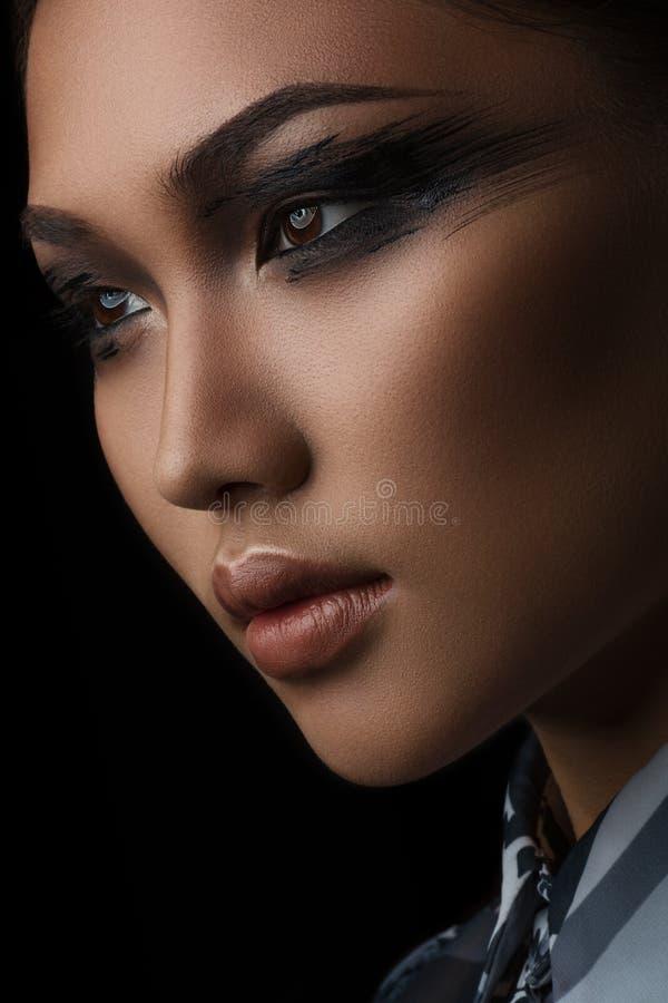 美丽的亚裔女孩的画象有创造性的艺术构成的 免版税库存照片