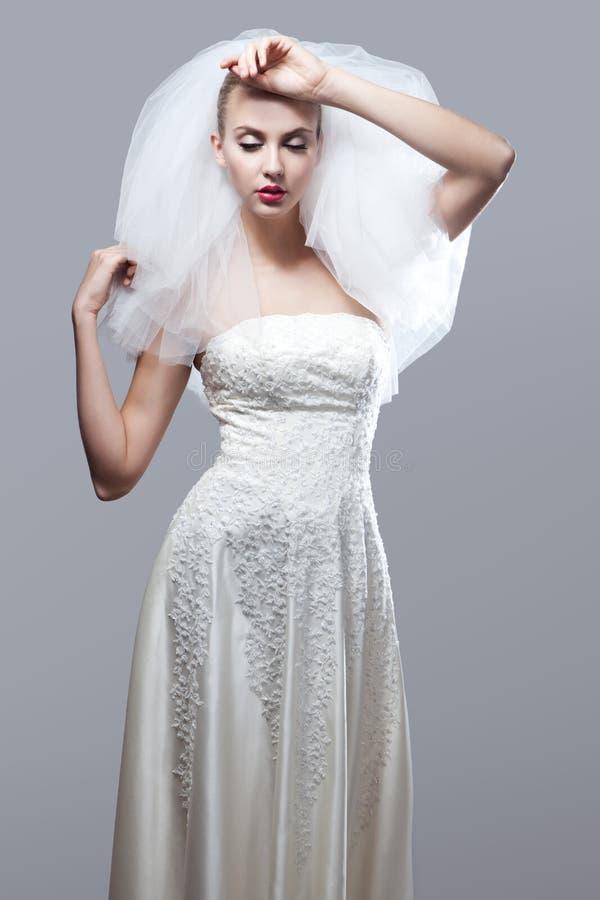 美丽的体贴的新娘画象  库存照片