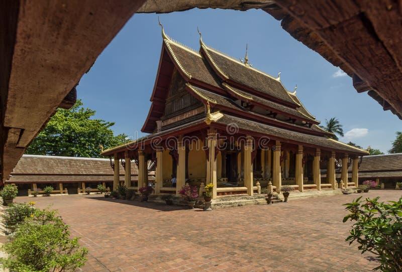 美丽的佛教寺庙与它的修道院的Wat Si Saket,万象,老挝 免版税库存照片
