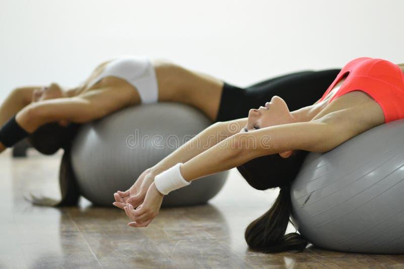 美丽的健身妇女 免版税库存图片