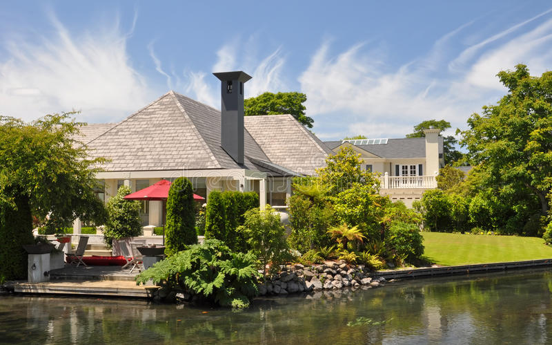 美丽的克赖斯特切奇庭院房子莫娜谷 免版税图库摄影