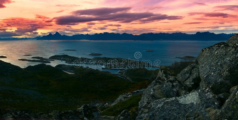 Download 美丽的全景风景Lofoten海岛 库存照片. 图片 包括有 挪威, 海岛, 展望期, 岩石, 小珠靠岸的 - 59101064