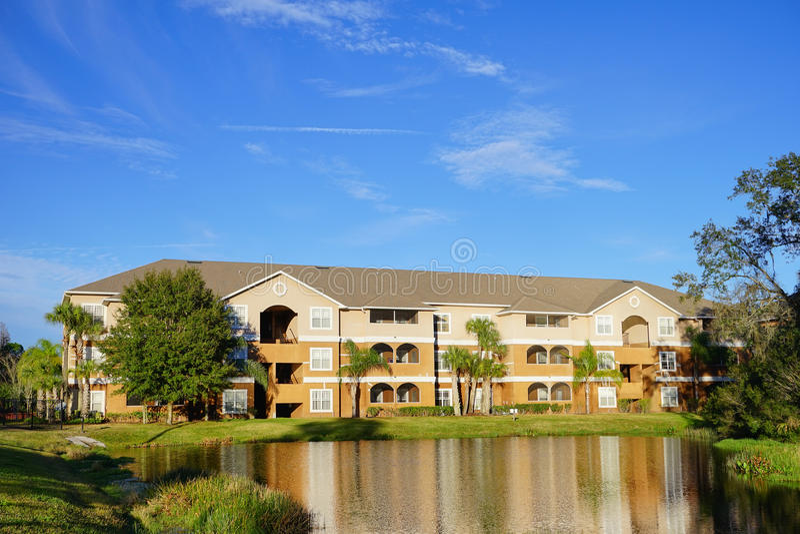 美丽的公寓在晴朗的坦帕,佛罗里达 免版税库存图片