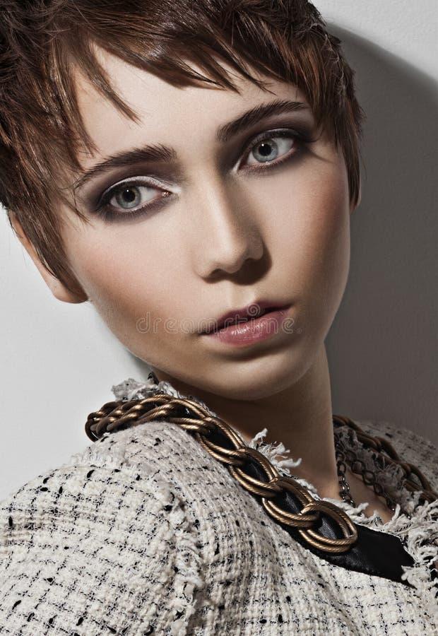 美丽的典雅的发型妇女 免版税库存图片