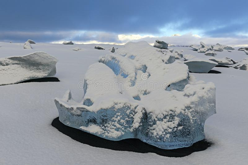 美丽的冰岩石,在冰岛的东南部的冷的冬天 晃动a 库存图片