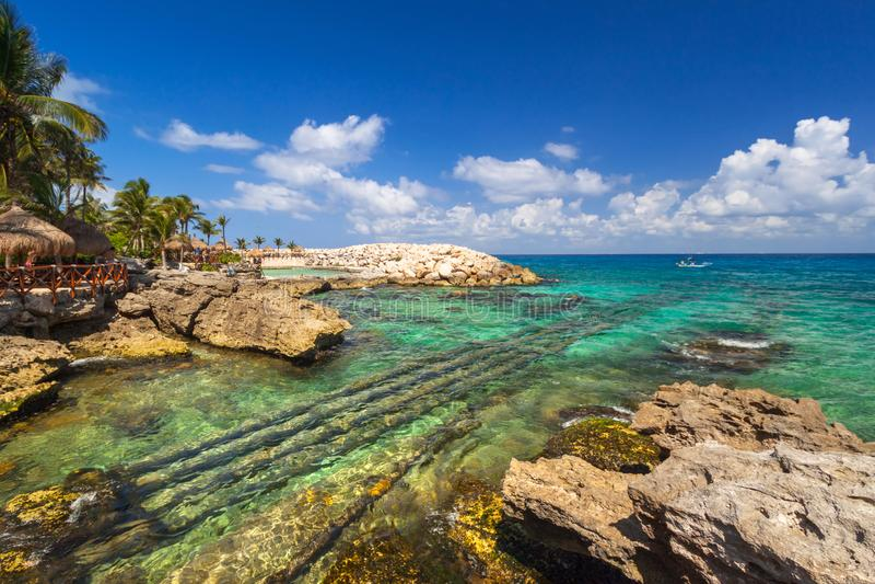 美丽的加勒比海海滩在普拉亚德尔卡曼,墨西哥 库存图片