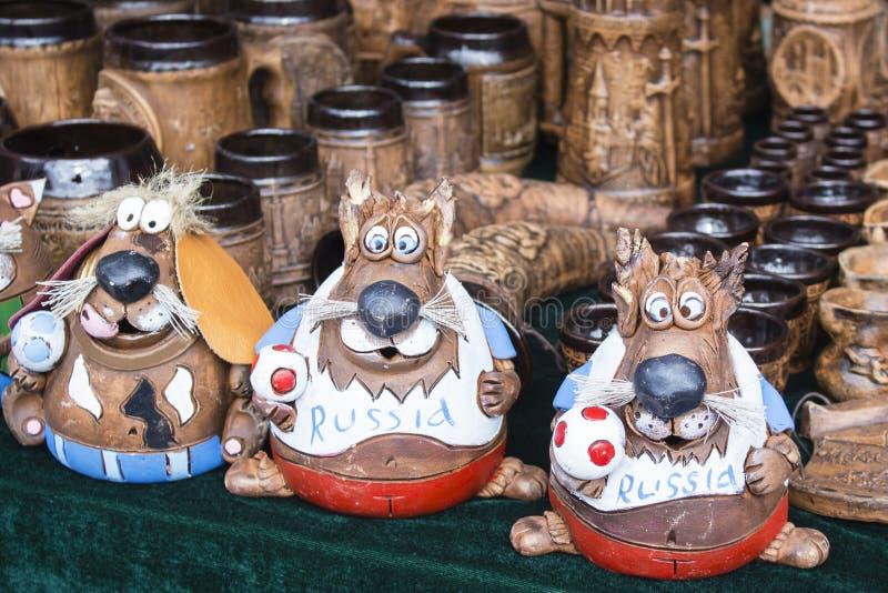美丽的动物小雕象由黏土制成,在市场 免版税库存照片