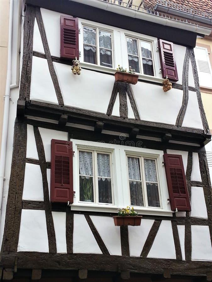 美丽的半木料半灰泥的房子在Wissembourg 免版税库存图片