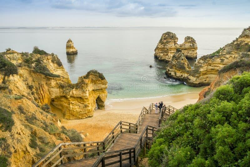 美丽的卡米洛海滩早晨,拉各斯,阿尔加威,葡萄牙 免版税库存图片