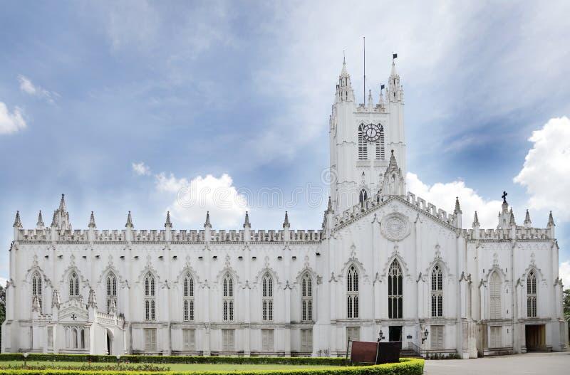 美丽的古老圣保罗的大教堂正面图  免版税库存照片