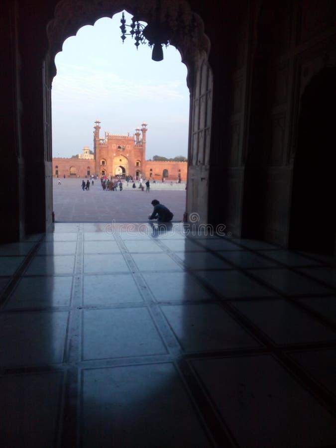美丽的古老清真寺内在看法在巴基斯坦 免版税库存图片