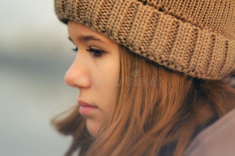 美丽的哀伤的女孩的画象 免版税库存图片