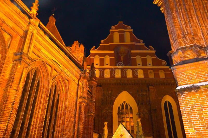 美丽的哥特式样式圣安妮教会在维尔纽斯在晚上 免版税库存图片