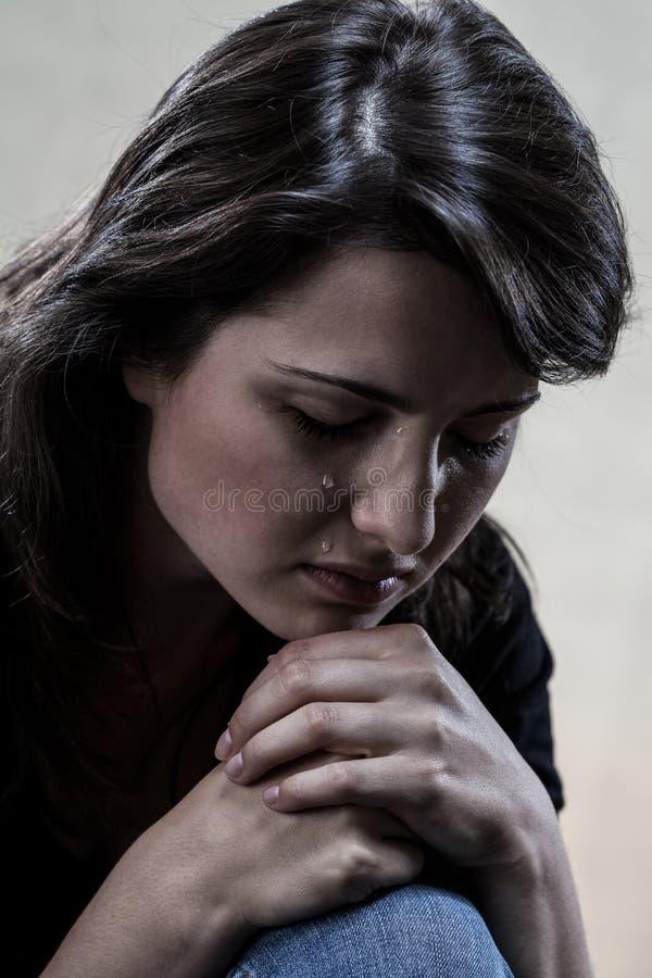 美丽的哭泣的妇女 免版税库存图片