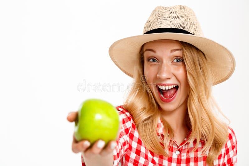 美丽的国家女孩画象用在白色背景的苹果 库存图片