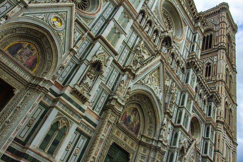 美丽的圣玛丽亚del菲奥雷大教堂的细节在佛罗伦萨,意大利 免版税库存照片