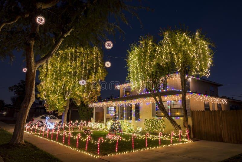 美丽的圣诞灯球在富乐顿 库存图片