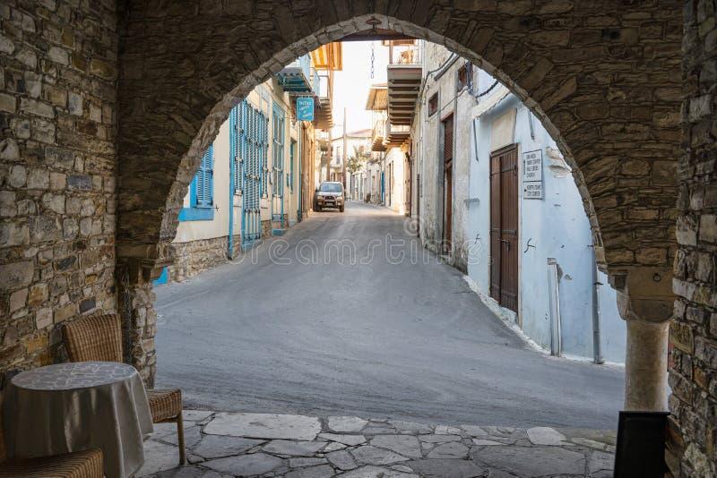 美丽的地道塞浦路斯的房子和街道在老Lefkara村庄 拉纳卡区,塞浦路斯 免版税库存图片