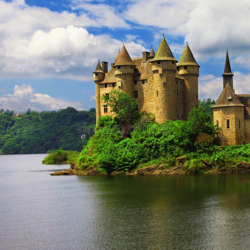 美丽的城堡在湖- Chateau de Val 库存图片