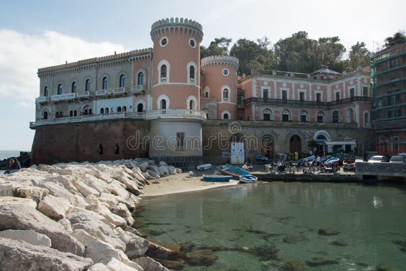 美丽的城堡在Posillipo区告诉了Villa沃尔皮切利在那不勒斯  免版税库存图片
