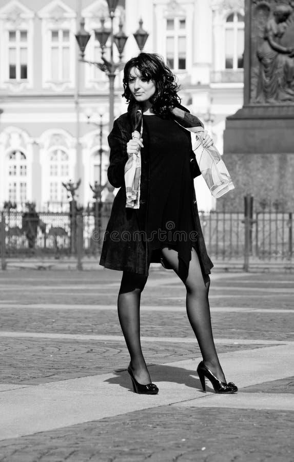 美丽的城市意大利街道妇女 免版税库存图片